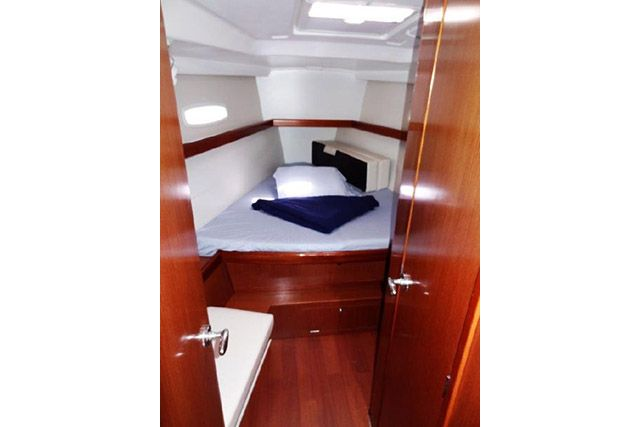 Beneteau 43 Forward Cabin