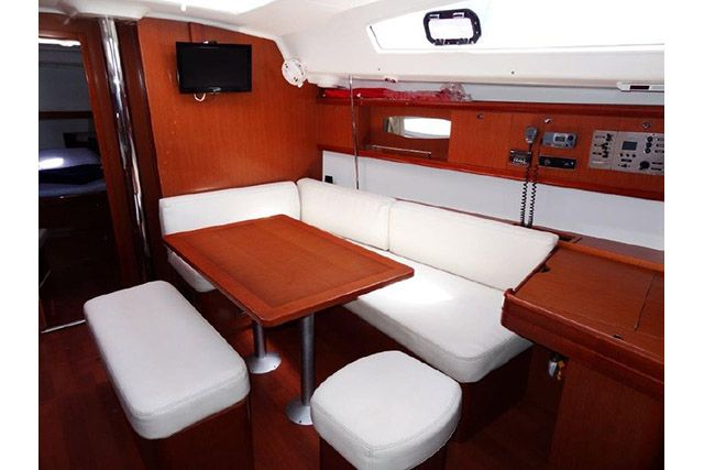 Beneteau 43 Main Salon
